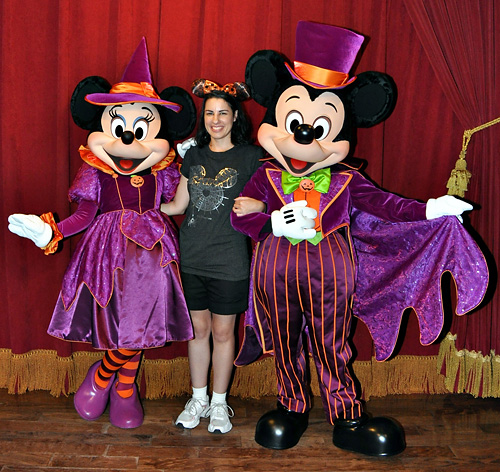 meeting mickey mouse and minnie mouse at disney world during halloween - Mickey Minnie Halloween